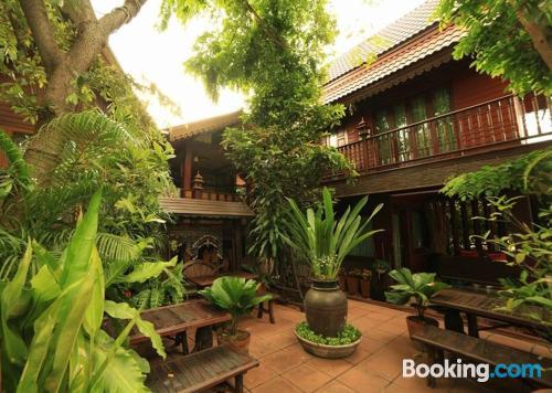 Apartamento en Phra Nakhon Si Ayutthaya con terraza y internet