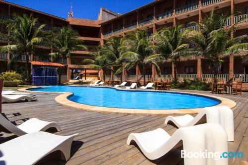 Apartamento práctico con piscina