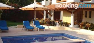 Pool and internet apartment in Zihuatanejo for 2 people