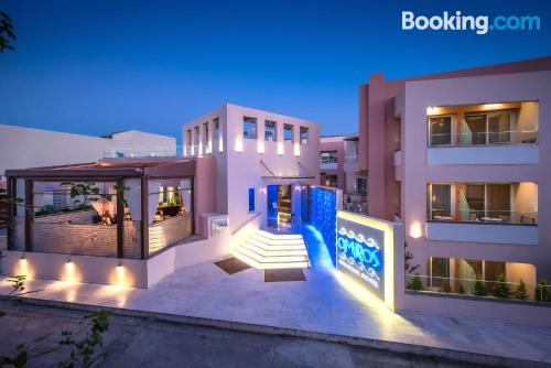 Apartamento con piscina. ¡Aire acondicionado!