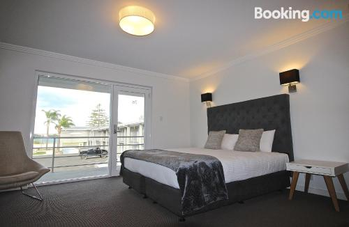 1 bedroom apartment in Batemans Bay with heat and internet