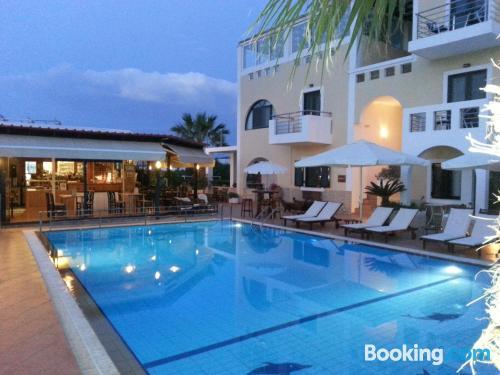 Apartamento con piscina en Souvala