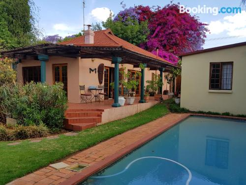 Petite home. Enjoy your swimming pool in Johannesburg!