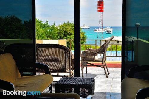 Apartamento en Puerto Ayora con terraza y internet