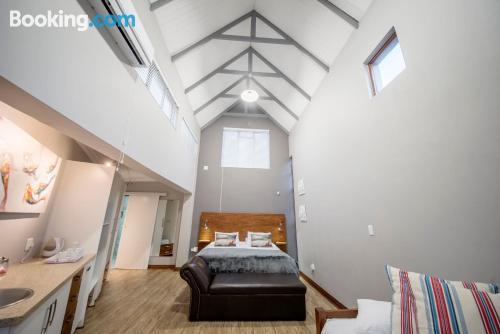 Apartamento bonito dos personas con internet
