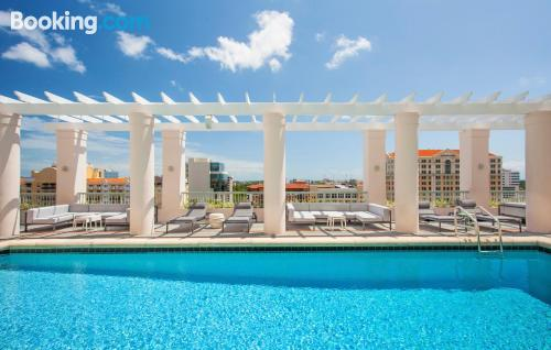 Stay cool: air-con apartment in Miami with terrace and pool.