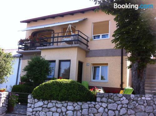 Espacioso apartamento de dos dormitorios en Hreljin