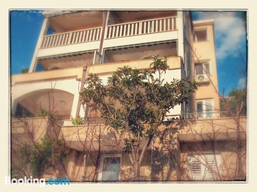 Apartamento céntrico con terraza en Brela